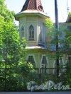 г. Сестрорецк, улица Григорьева, дом 18 / Курортная улица, дом 6. Фрагмент башни дачи И.Ф. Кречева. Фото 23 июля 2015 года.