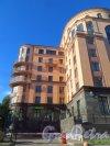 Парадная улица, дом 3, корпус 2, литера А. Вид фасада со стороны улицы Радищева. Фото 14 августа 2015 года.
