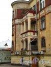 Лен. область, г. Выборг, ул. Южный Вал, дом 4. Угловая часть здания с башней. Фото 19 августа 2012 года.