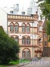Лен. область, г. Выборг, Выборгская ул., до 2. Фрагмент фасада здания. Фото 19 августа 2012 года.