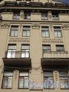 Улица Всеволода Вишневского, дом 11. Фрагмент фасада с балконами. Фото 25 апреля 2011 года.