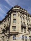 Улица Всеволода Вишневского, дом 11. Угловая часть жилого дома. Фото 25 апреля 2011 года.