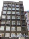 Улица Всеволода Вишневского, дом 12. Фасад административного здания завода «Измеритель», ныне бизнес-центра «Резон». Фото 25 апреля 2011 года.