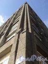Улица Всеволода Вишневского, дом 12. Угловая часть фасада Бизнес Центра «Резон». Фото 25 апреля 2011 года.