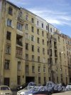 Улица Всеволода Вишневского, дом 14. Левая часть фасада жилого дома рабочих текстильного объединения. Фото 25 апреля 2011 года.