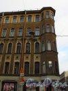 Улица Короленко, дом 1/ улица Некрасова, дом 6. Угловая часть здания с эркером. Фото 29 января 2016 года.
