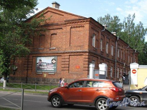 Ул. Тоси Петровой, 15. Здание воинской части. Дворовый фасад. фото июнь 2014 г.