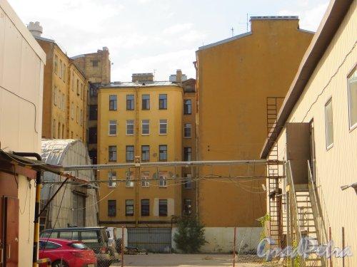улица Мира, дом 35, литера А. Общий вид жилого дома со стороны дома 37 по улице Мира. Фото 8 снгтября 2014 года.