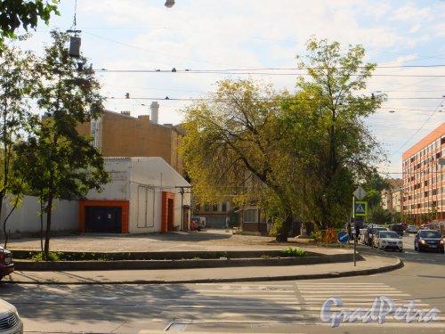 улица Мира, дом 37. Общий вид участка со стороны улицы Котовского. Фото 8 сентября 2014 года.
