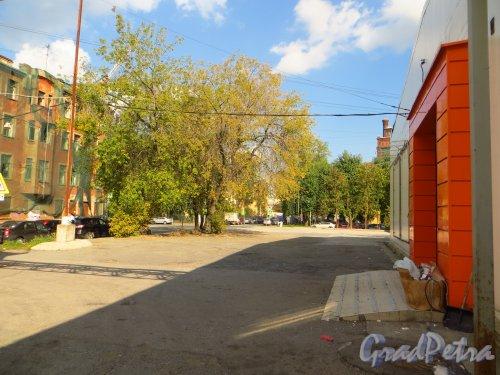 улица Мира, дом 37. Общий вид участка от корпуса «литера В» в сторону улицы Котовского. Фото 8 сентября 2014 года.