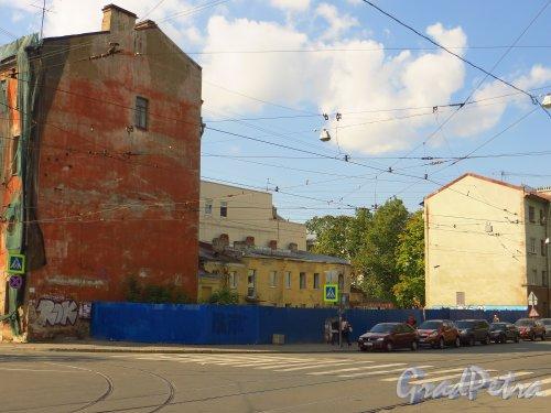 Улица Мира, дом 36, литера А. Общий вид участка со стороны улицы Котовского. Фото 8 сентября 2014 года.