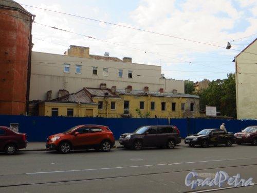 Улица Мира, дом 36, литера А. Общий вид участка перед домом 31-33 по улице Котовского. Фото 8 сентября 2014 года.