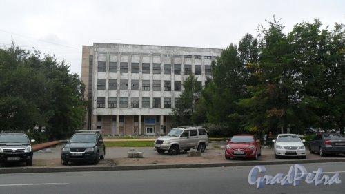 Белоостровская улица, дом 28. Административное здание. Фото 16 августа 2015 года.