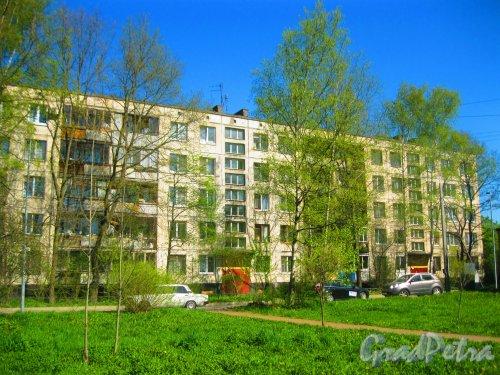Ул. Козлова, дом 51, корпус 1. Общий вид со стороны парадных. Фото 10 мая 2015 г.