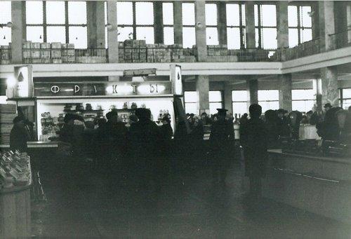 ул. Некрасова, дом 52. Некрасовский рынок. Автор: Майкл Нойберт. 1976-1977 годы.