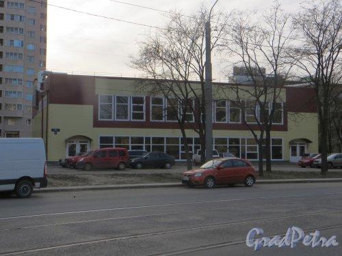 улица Ленсовета, дом 41, корп. 2, лит. А. Общий вид здания после реконструкции. Фото 22 апреля 2015 года.