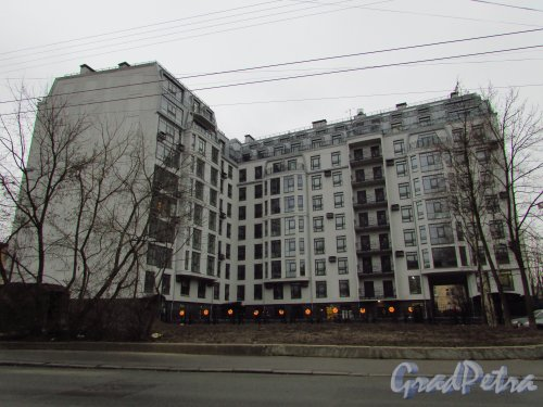 Улица Чапаева, дом 16а, литера А. Общий вид жилого дома «Чапаева, 16» со стороны Большой Монетной улицы. Фото 25 декабря 2015 года.