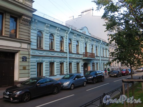 Фурштатская ул., дом 6. фасад здания после реставрации. Фото 14 августа 2015 года.