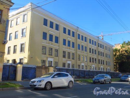 Тамбовская улица, дом 17, литера А. Общий вид здания. Фото 14 августа 2015 года.