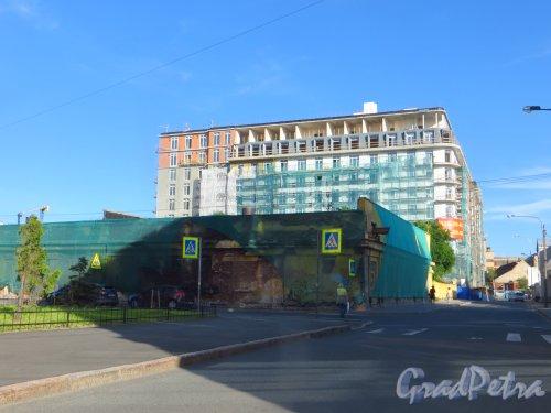 Малая Зеленина улица, дом 1 / Корпусная улица, дом 22. Общий вид строительства жилого дома «Аристократ». Фото 5 августа 2015 года.