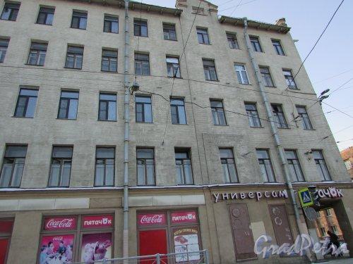 Улица Жукова, дом 20 / Кондратьевский проспект, дом 23. Фрагмент фасада угловой части здания. Фото 5 января 2016 года.