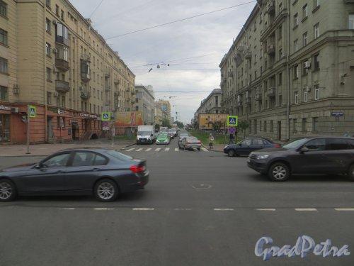 перспектива Кузецовской улицы от Московского проспекта в сторону Варшавской улицы. Фото 7 июля 2015 года.