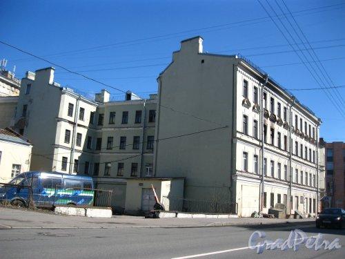 Кондратьевский проспект, дом 16 / Улица Ватутина, дом 11. Общий вид жилого дома. Фото 28 апреля 2013 года.