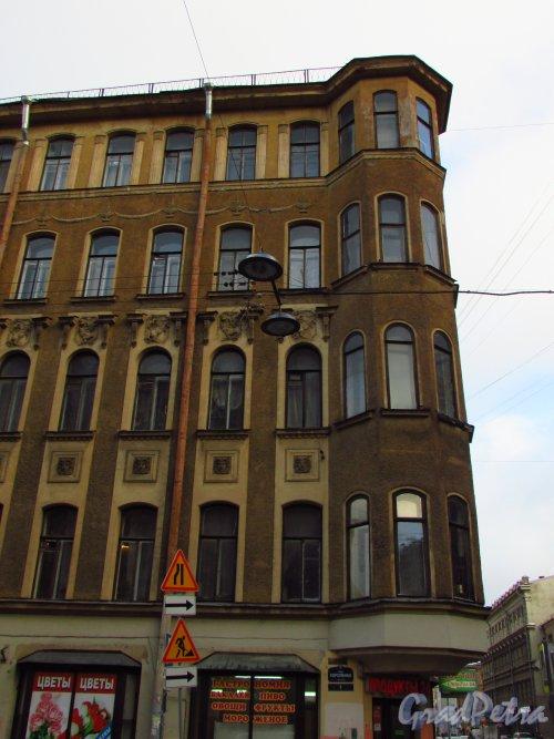 Улица Короленко, дом 1 / улица Некрасова, дом 6. Угловая часть здания с эркером. Фото 29 января 2016 года.