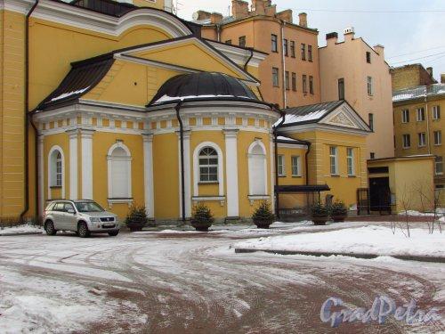 Моховая ул., дом 48. Алтарная часть церкви св. Симеония и Анны. Фото 29 января 2016 года.