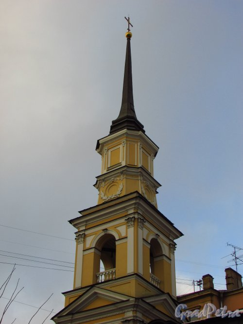 Моховая ул., дом 48. Церковь св. Симеония и Анны. Колокольня. Вид со стороны улицы Белинского. Фото 29 января 2016 года.