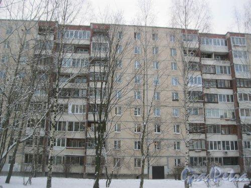 Ул. Маршала Захарова, дом 37, корпус 2. Фрагмент фасада здания. Вид со стороны двора дома 47 по пр. Маршалажукова. Фото 19 января 2016 г.