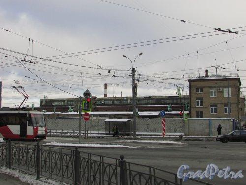улица Салова, дом 61. Вид территории со стороны Бухарестской улицы. Фото 17 февраля 2016 года.