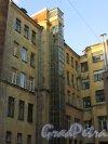 Улица Чайковского, дом 83, литера А. Шахта лифта со стороны двора по Потёмкинской улице. 16 апреля 2016 года.