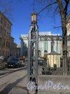 Кирочная ул., д. 8б. Евангелическо-лютеранская церквь Св. Анны. Фонарь ворот решетки по Кирочной ул. Фото март 2015 г.