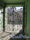 Фурштатская ул., д. 28. Доходный дом М. Е. Зенкевич, Дворовая решетка со стороны двора. Фото март 2015 г.