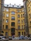 Фурштатская ул., д. 20. Доходный дом Н.Н. Зайцевой. Общий вид двора. Фото апрель 2015 г.