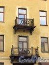 Миллионная улица, дом 9. Балконы особняка И. Ю. Трубецкого. Фото 20 октября 2016 года.