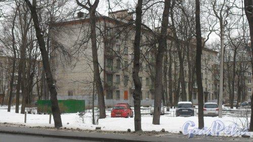 Улица Новороссийская, дом 36. Общежитие СПбГЛТУ имени С. М. Кирова. 5 этажей. Фото 19 февраля 2016 года.