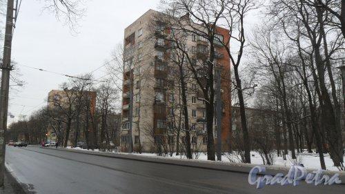 """Новороссийская улица, дом 34. 9-этажный жилой дом серии 1-528кп40 1966 года постройки. 1 парадная, 45 квартир. Управляющая организация """"ЖСК №617"""". Фото 19 февраля 2016 года."""
