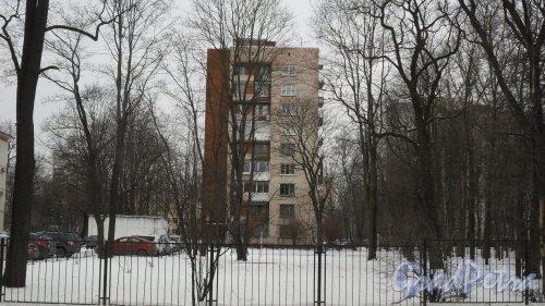 Новороссийская улица, дом 20. 9-этажный жилой дом серии 1-528кп40 1965 года постройки. 1 парадная, 45 квартир. Фото 19 февраля 2016 года.