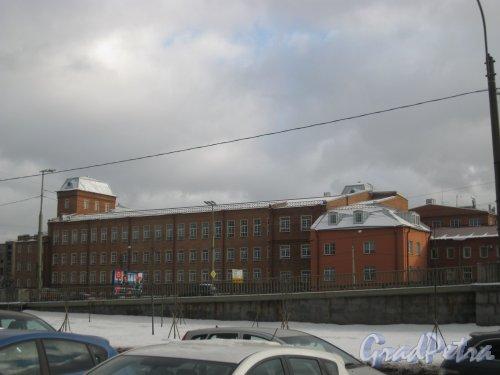 Кантемировская ул., дом 3. Фрагмент здания. Вид со стороны БЦ «Акватория» (Выборгская наб., дом 61, литера А). Фото 17 февраля 2016 г.