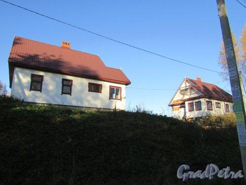 Всеволожский район, деревня Мендсары. Лесная улица, дом 1Б. Общий вид строений на участке. Фото 30 сентября 2015 года.