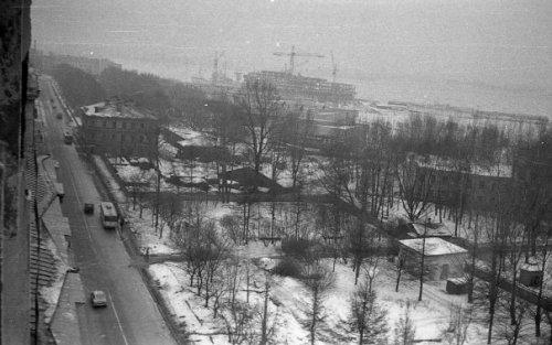 Перспектива наличной улицы и вид на здание богадельни. Фото конца 1970-х годов.