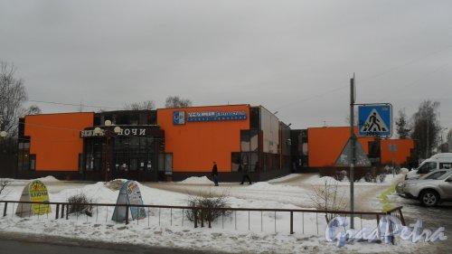 Всеволожск, Заводская улица, дом 33. Торговый комплекс «Белые ночи»
