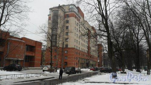 Новороссийская улица, дом 26, корпус 3. 10-этажный жилой дом 2001 года постройки. 3 парадные, 58 квартир.