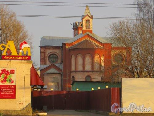 Минеральная улица, дом 21, литера Д. Храм Посещения Пресвятой Девой Марией св. Елизаветы. Фото 30 ноября 2013 года.