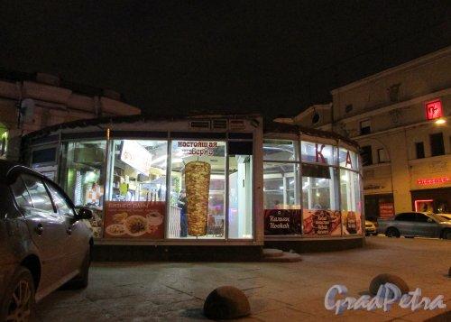Думская улица, дом 4, литера Б. Павильон заведения общественного питания. Фото 10 марта 2016 года.