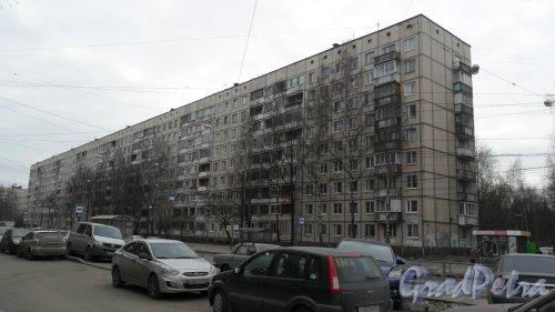Улица Есенина, дом 40, корпус 1. 9-этажный жилой дом 504 серии 1976 года постройки. 11 парадных, 403 квартиры. Фото 13 марта 2016 года.
