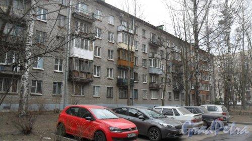 Улица Карбышева, дом 6, корпус 2. 5-этажный жилой дом серии 1-528кп10 1965 года постройки. 5 парадных, 100 квартир. Фото 26 марта 2016 года.
