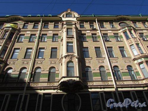 улица Профессора Ивашенцова, дом 1 /  Невский проспект, дом 147. Фасад здания со стороны улицы Профессора Ивашенцова после реставрации. Фото 20 марта 2016 года.